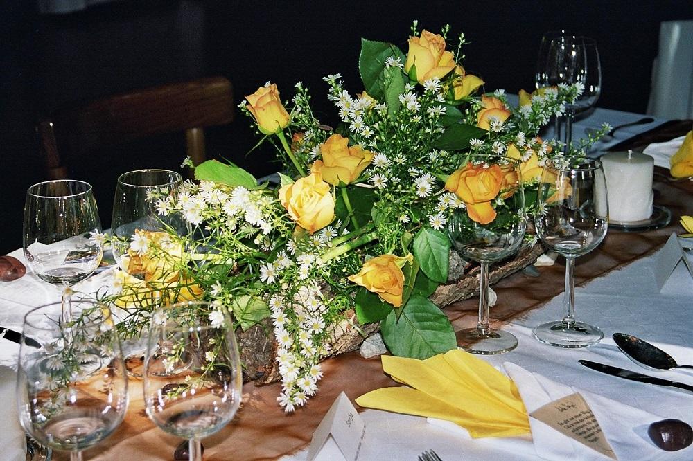 Hochzeitstisch gelbe Rosen
